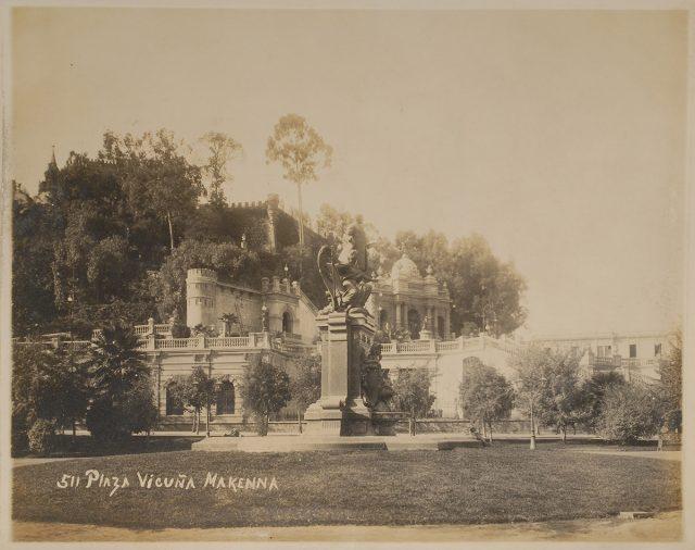 Plaza Vicuña Mackenna