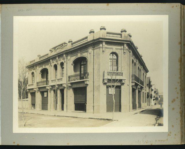 Fachada, esq. calle Barros Arana
