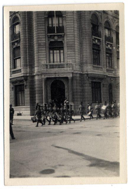 Tropas desfilando en Santiago