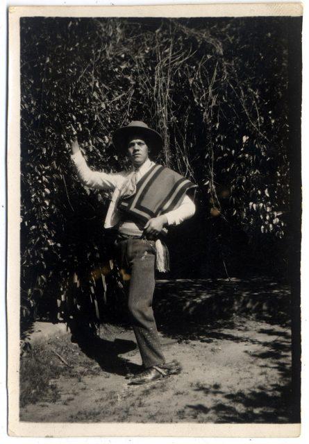 Hombre con poncho