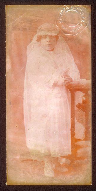 Retrato de niña en primera comunión