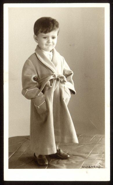 Niño con bata