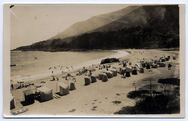 Playa con carpas