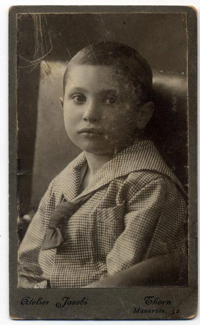 Niño vestido de marinero