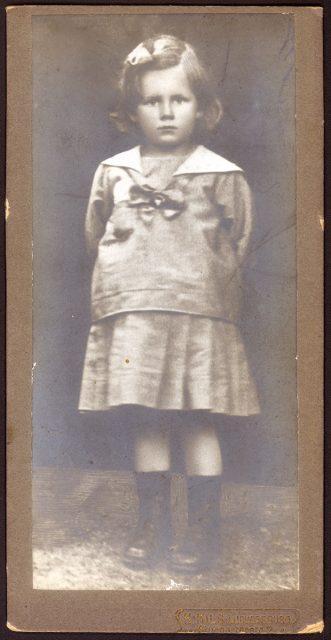 Retrato de Hildegard Brillinger.