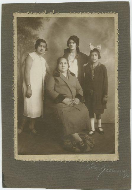 Retrato de cuatro mujeres
