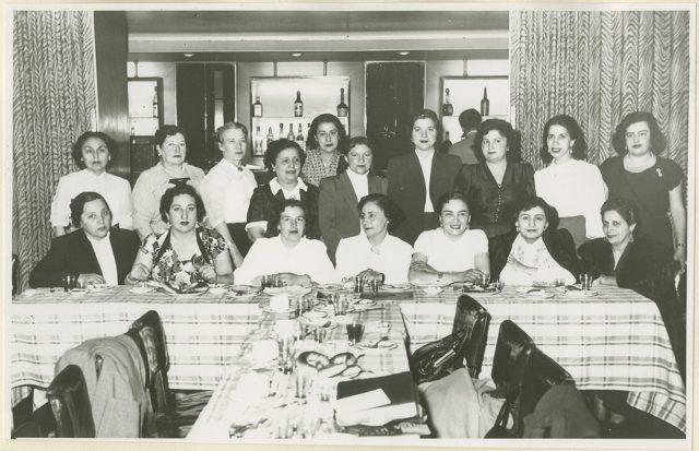 Retrato de mujeres en un banquete