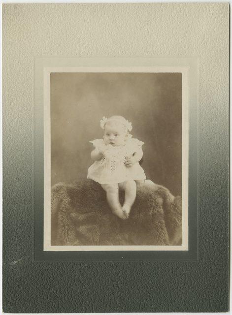 Retrato de Juana Lizarralde a la edad de 3 meses.