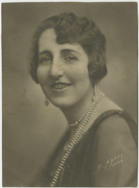 Retrato de una mujer sonriendo.