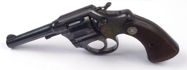 Revólver Colt de Joaquín Edwards Bello