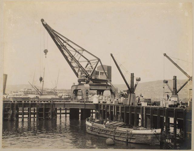 Muelle con grúa, Valparaíso