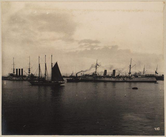 Botes en el mar, Valparaíso