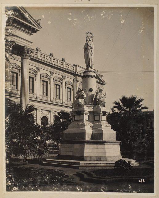 Monumento frontis Congreso Nacional