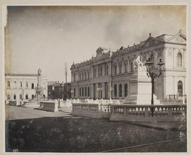 Edificio del Congreso Nacional, visto desde la Plaza Montt – Varas