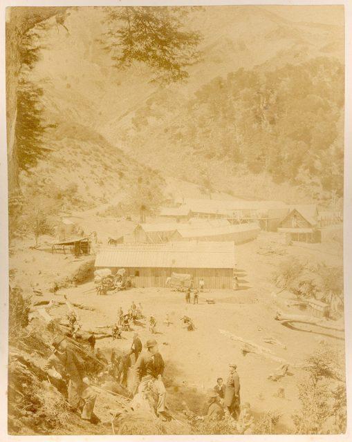 Un centro industrial entre los cerros