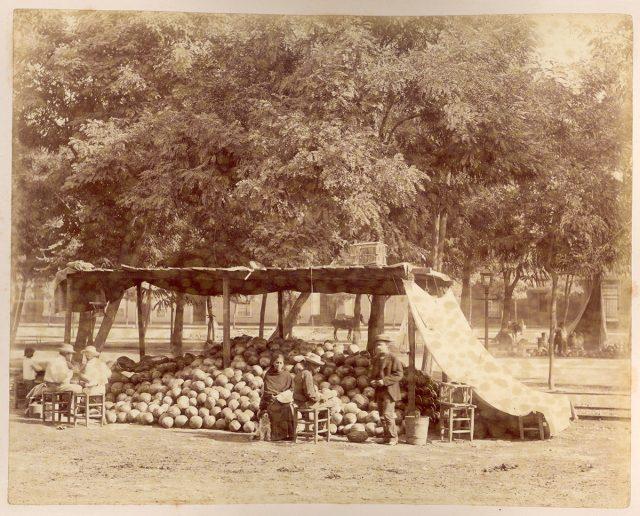 Puesto de venta de sandías en la Alameda