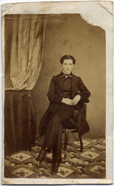 Retrato de un hombre sentado