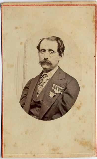 Retrato de un hombre con condecoraciones.