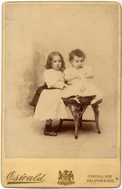 Retrato de dos niños.