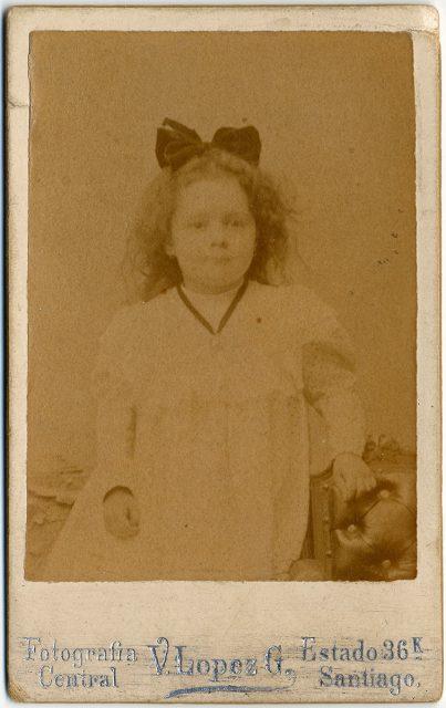 Retrato de Irene Rosa Carolina Escudero a los tres años.