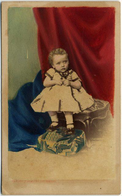 Retrato coloreado de un bebé