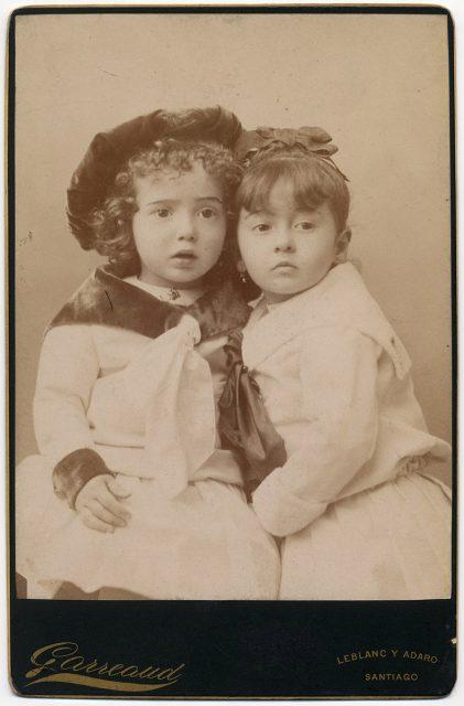 Retrato de dos niñas.