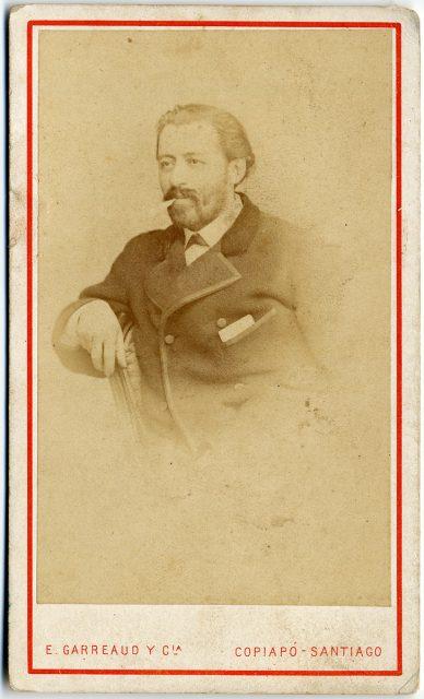 Retrato de un hombre con cigarrillo.