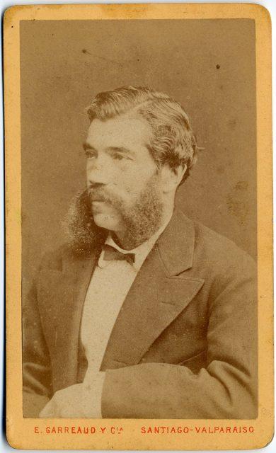 Retrato de un hombre con barba.