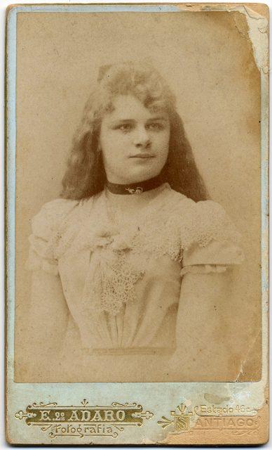 Retrato de una joven mujer.