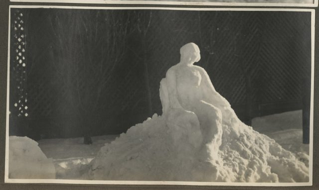 Estatua de nieve. Escultor R.A, Erwig, Punta Arenas