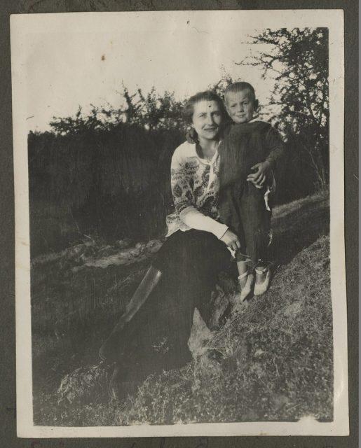 Elsa W. de Erwig y su hijo Fausto