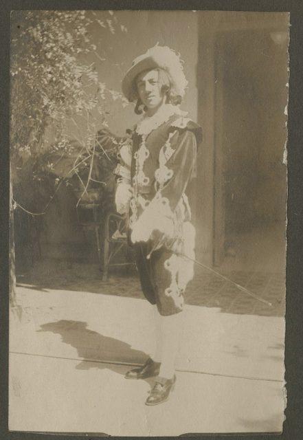 Su hermano Willie en baile de fantasía
