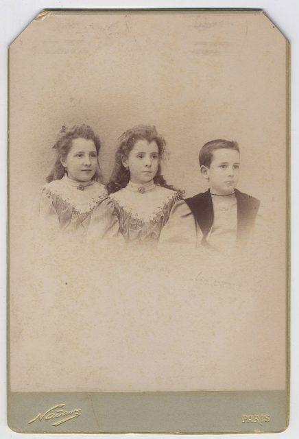 Retrato de tres niños