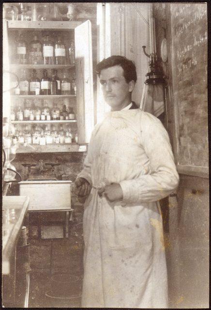 Científico en su laboratorio