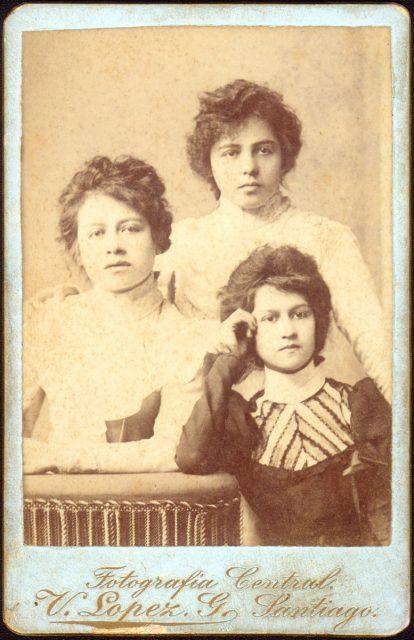 Retrato de Blanca Arvedo, María M. Martínez y Claudina Inostroza.
