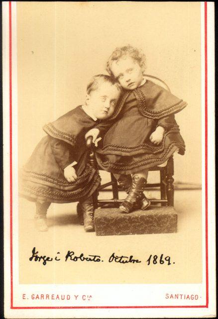Los niños Jorge y Roberto.