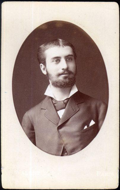 Retrato de un hombre joven con barba