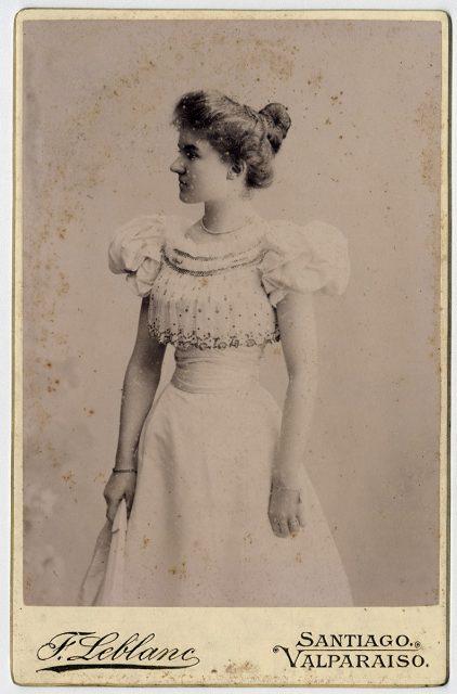 Anita Bushell Watson con traje de baile
