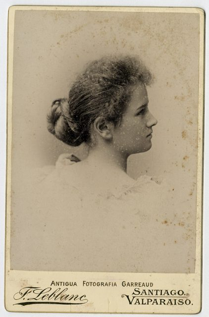 Retrato de una mujer de perfil