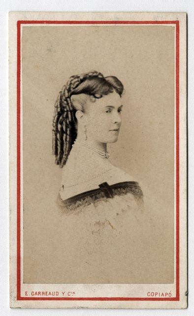 Retrato de una mujer con rulos