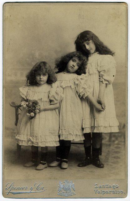 Victoria, Oriana y Luz Huneeus Gana
