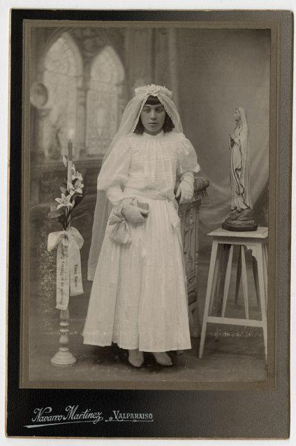Elena Barón el día de su primera comunión.