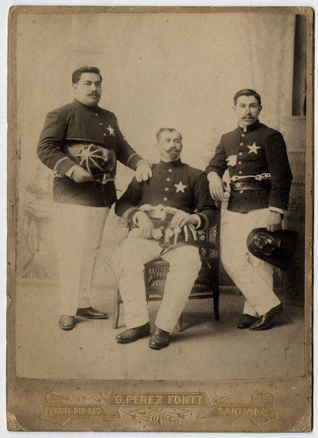 Oficiales de la 2da Compañía de Bomberos de Santiago
