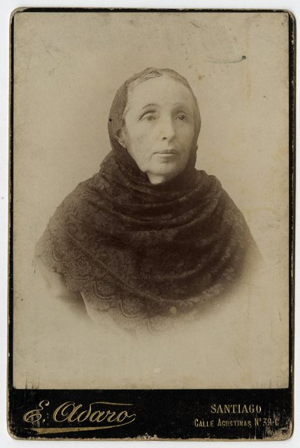 Retrato de mujer anciana con velo de encaje