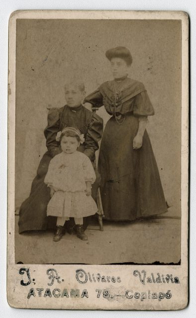 Retrato de Amalia S. viuda de Godoy con una mujer y una niña