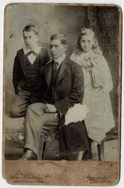 Retrato de tres hermanos