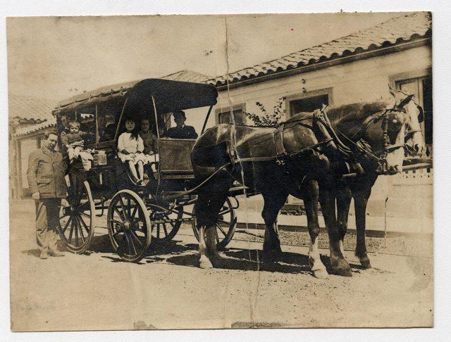 Familia en un carro