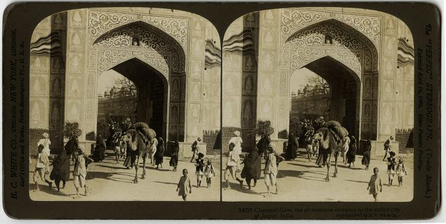 «Chanpori Gate, the picturesque entrance of the walled city of Jaipur, India»