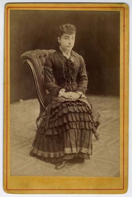 Retrato de una mujer sentada