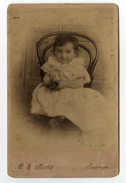 Adriana Sagües Olivares a la edad de 1 año